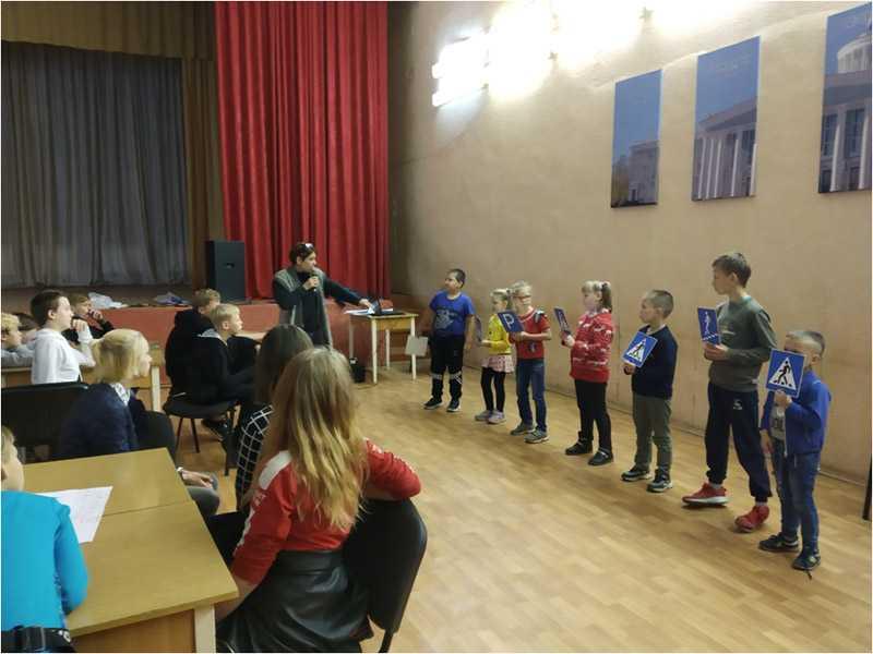 Познавательная игра «Красный, желтый, зеленый» прошла в Социально-реабилитационном центре Дзержинска