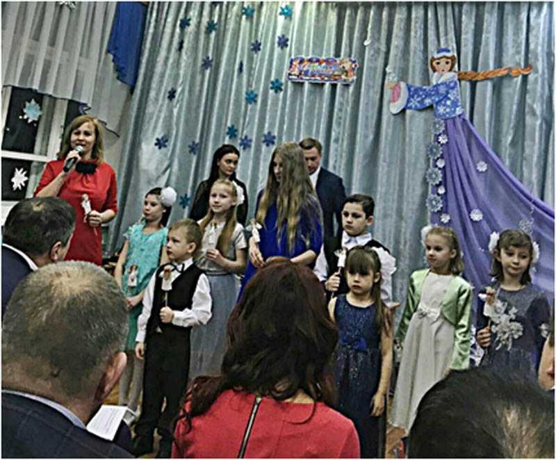 Воспитанники социального приюта для детей и подростков города Дзержинска поздравили жителей города с Новым годом