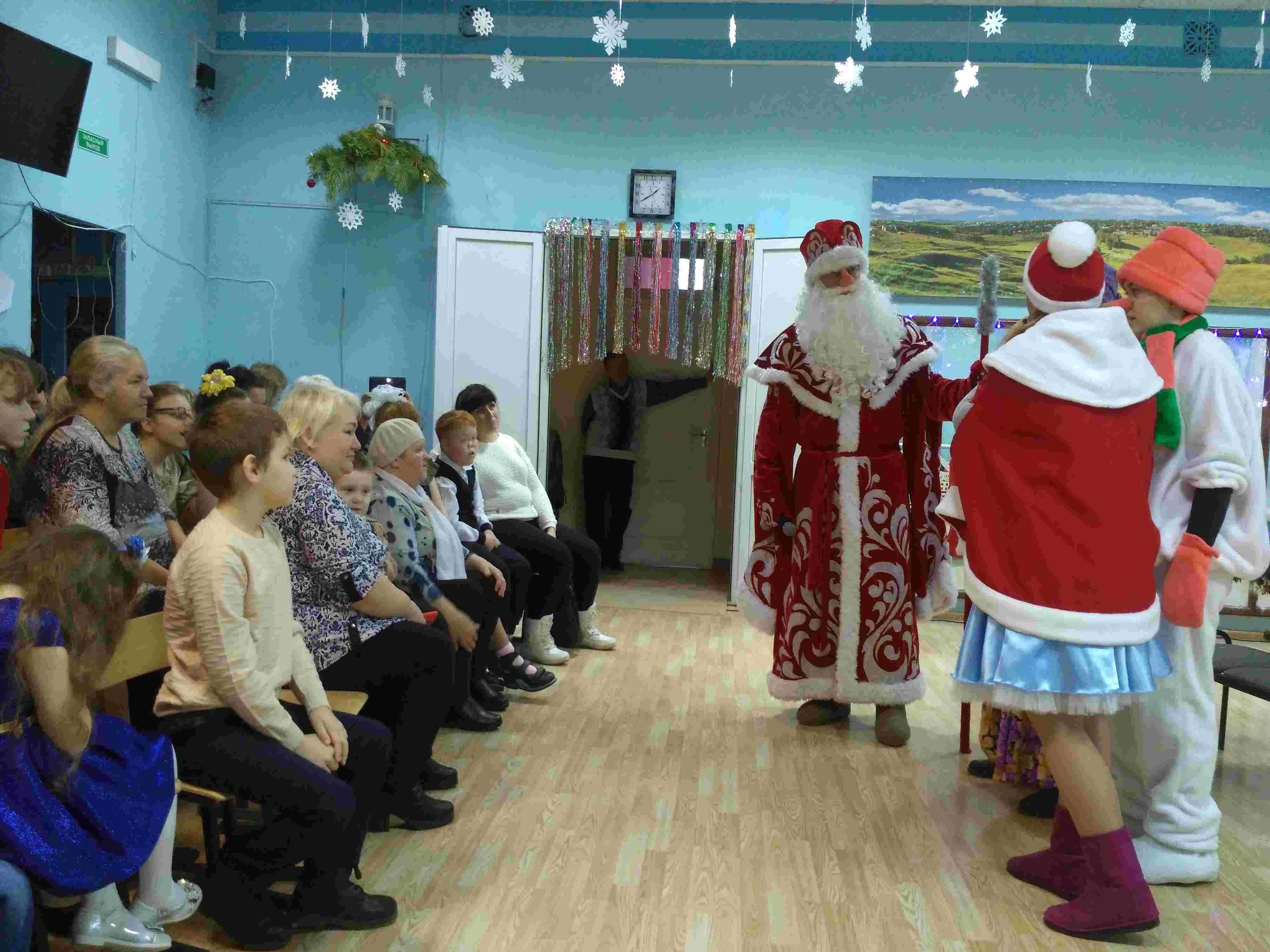 Новогоднее представление для детей-инвалидов